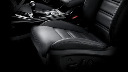 KCC-UM-preview_EU_Drivers-seat-thigh-extension